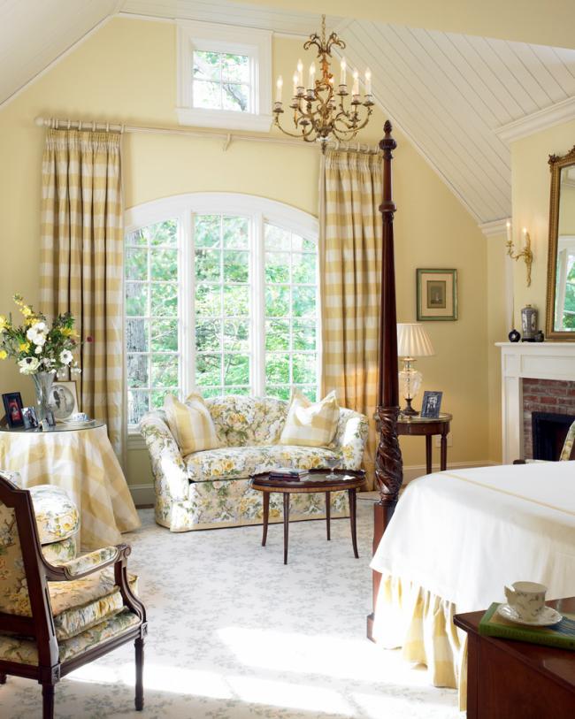 Спальня, совмещенная с гостиной, в стиле кантри