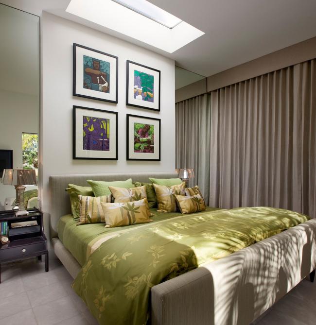 Для оформления интерьера спальни чаще выбирают портьеры пастельных тонов