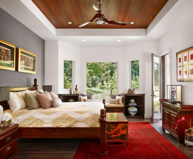 Сочетание гипсокартона и дерева в дизайне потолка смотрится очень интересно