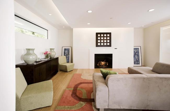 Двухуровневые фигурные потолки из гипсокартона в зале придают комнате дополнительный объем и позволяют изменить форму помещения буквально до неузнаваемости