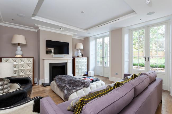 Уютная гостиная с пастельных тонах