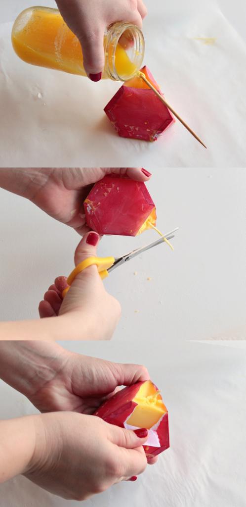 Выливаем свечную массу в геометрическую форму и после застывания удаляем бумагу