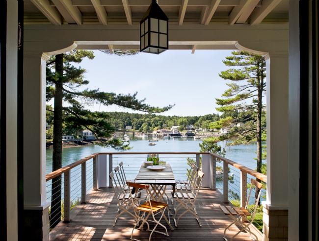 Веранда с балконом (фото) и великолепным видом на пруд
