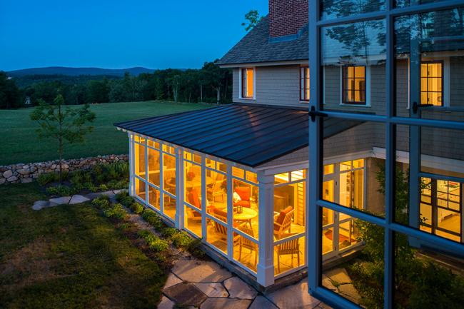 Хорошо утепленная веранда с легкостью может стать полноценной комнатой вашего загородного дома