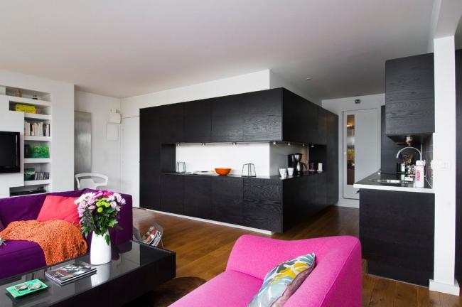 Яркие раскладные диваны в дизайне однокомнатной квартиры