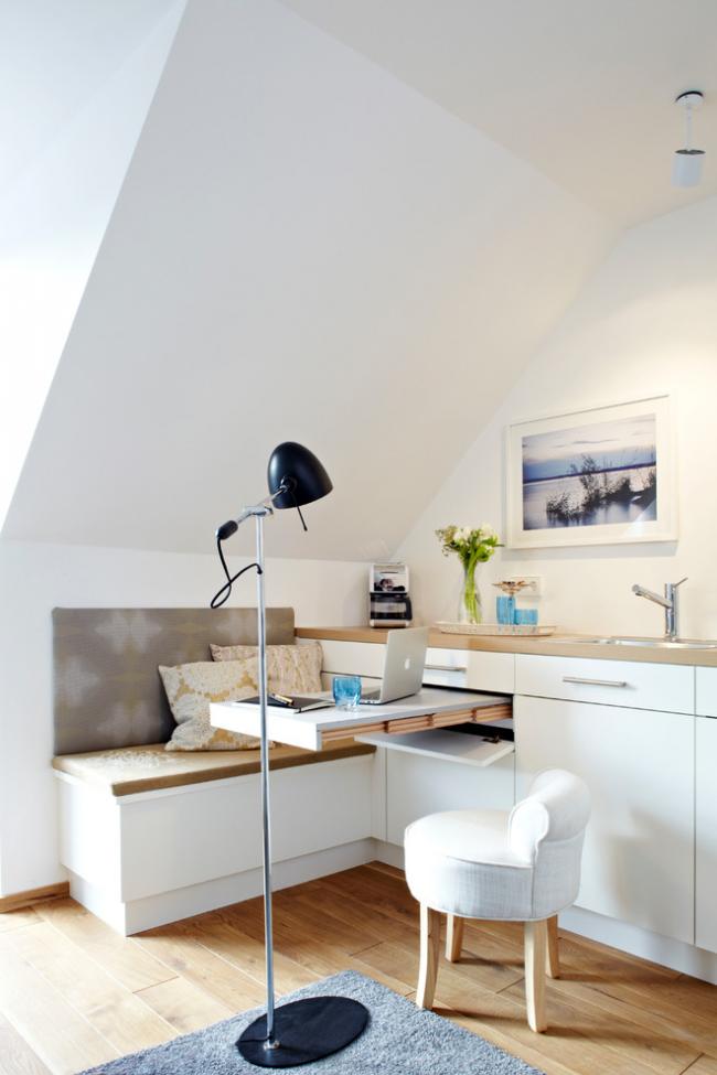 Выдвижная рабочая зона на кухне однокомнатной квартиры