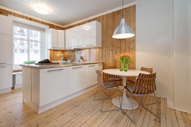 Вагонка, покрытая прозрачным лаком на кухне в скандинавском стиле