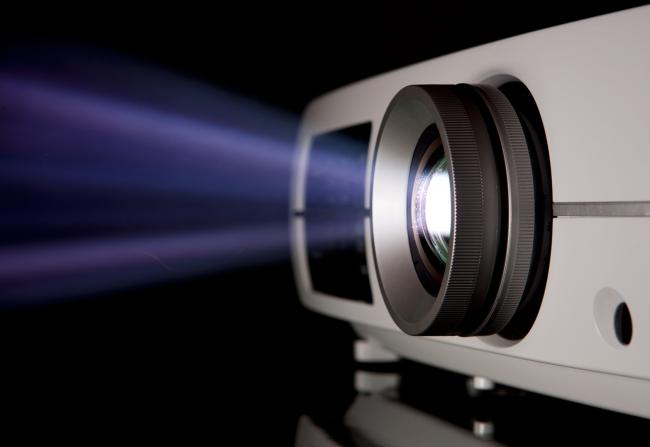 Качественный проектор для домашнего кинотеатра гарантирует удовольствие от просмотра