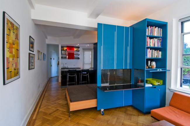 Яркий шкаф с откидной кроватью для студии