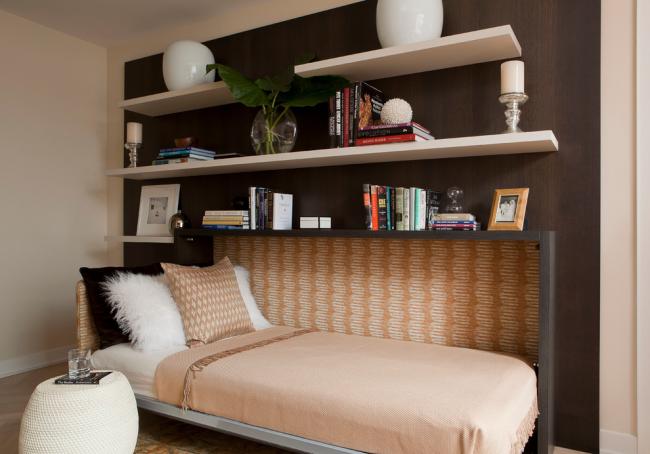 В сложенном, подъемная кровать отлично маскируется под окружающую мебель