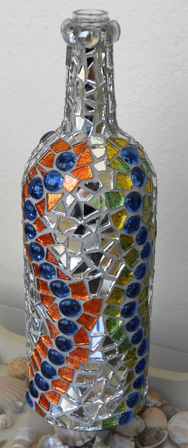 Стеклянная бутылка оформленная в технике мозаика
