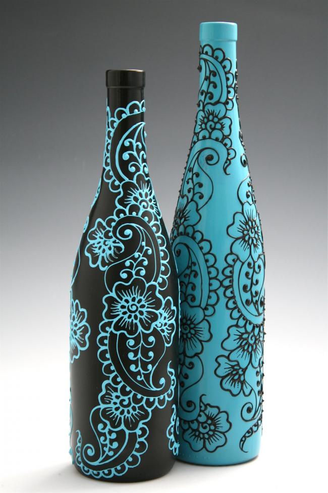 Нежная пара бутылок с росписью ручной работы