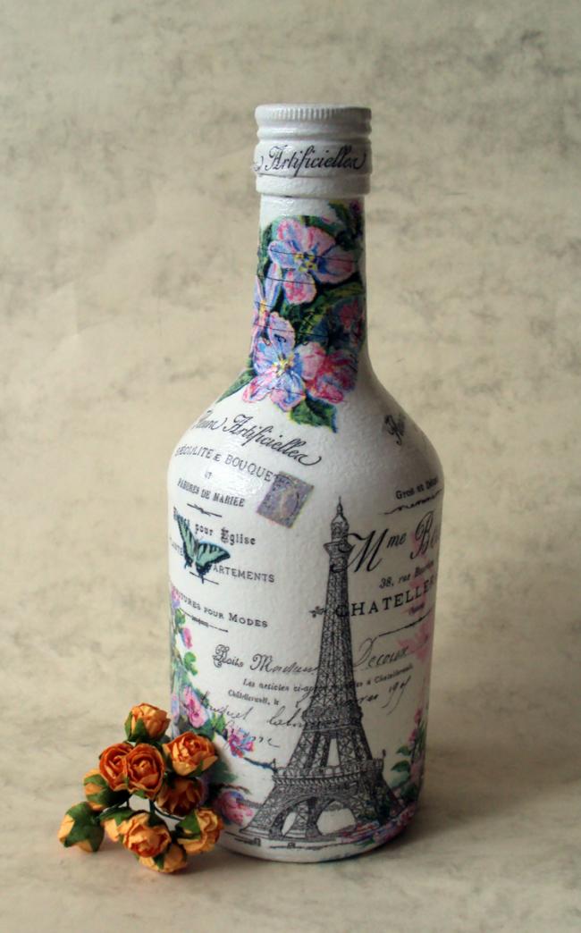 Бутылка оформленная в технике декупаж в винтажном стиле