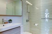 Фото 1 Настенные держатели для душа: как выбрать оптимальную модель для ванной?