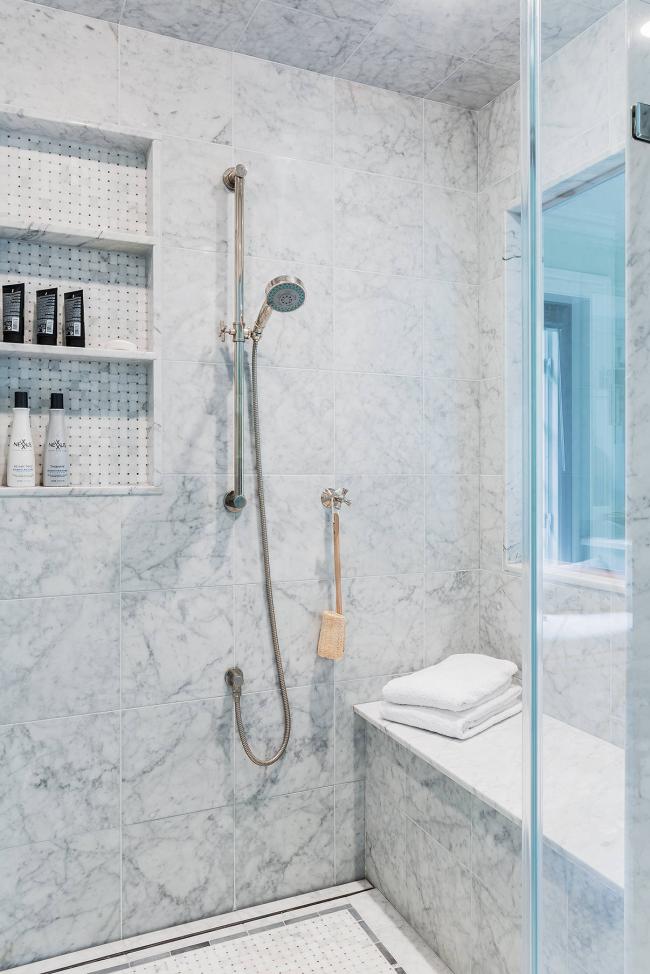 Держатель для душа вписывается в интерьер любой ванной комнаты