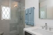 Фото 2 Настенные держатели для душа: как выбрать оптимальную модель для ванной?