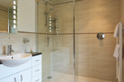 Фото 28 Настенные держатели для душа: как выбрать оптимальную модель для ванной?