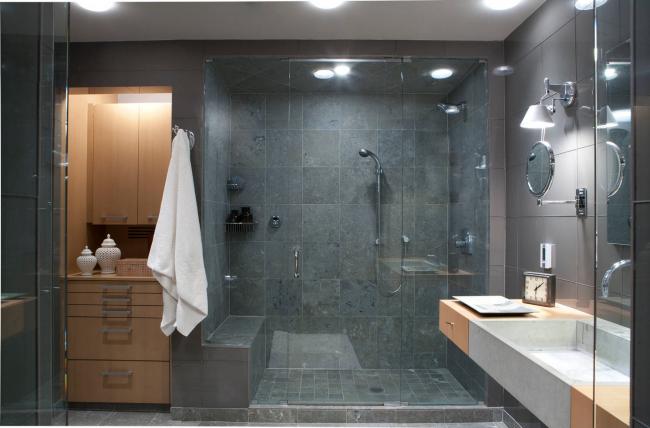 Держатель для душа не портит эстетический вид ванной комнаты