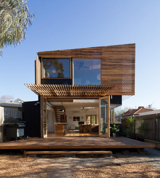 Деревянная отделка дома - это дорого, красиво и надежно