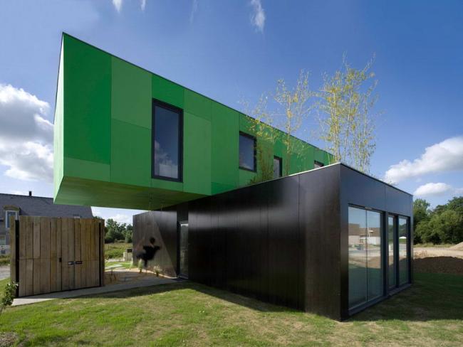 Интересное сочетание цветов в оформлении дизайна дома из контейнеров