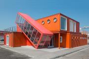 Фото 1 Оригинальные и функциональные дома из морских контейнеров: разрушаем мифы о контейнерном жилье