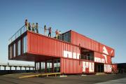 Фото 16 Оригинальные и функциональные дома из морских контейнеров: разрушаем мифы о контейнерном жилье