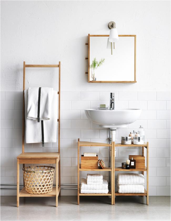 Этажерки из дерева в ванной комнате