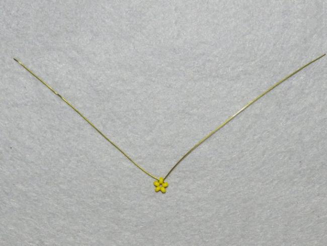 Петля из первого ряда желтых бусин