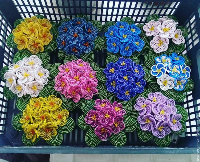 Цветы – самый приятный и яркий подарок в любое время года. Особенно, если эти цветы не завянут через несколько дней и сделаны своими руками