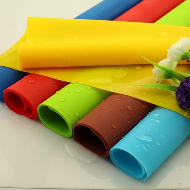 Обыкновенный резиновый коврик поможет удержать брусок в неподвижном состоянии