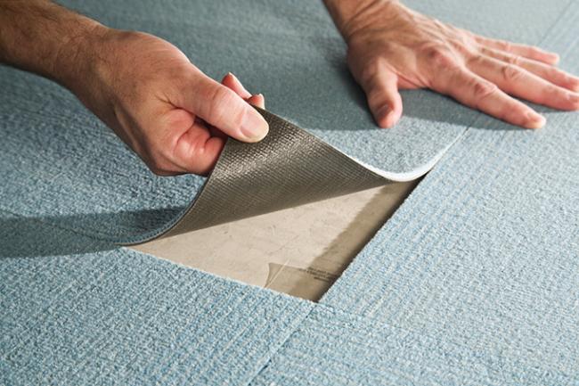 Практичный вариант коврового покрытия для прихожей на резиновой основе