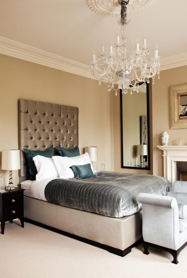 Красивая спальня в стиле современная классика