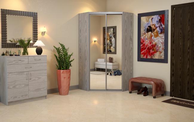 Угловой шкаф-купе в прихожей поможет сэкономить пространство для некоторых декоративных элементов