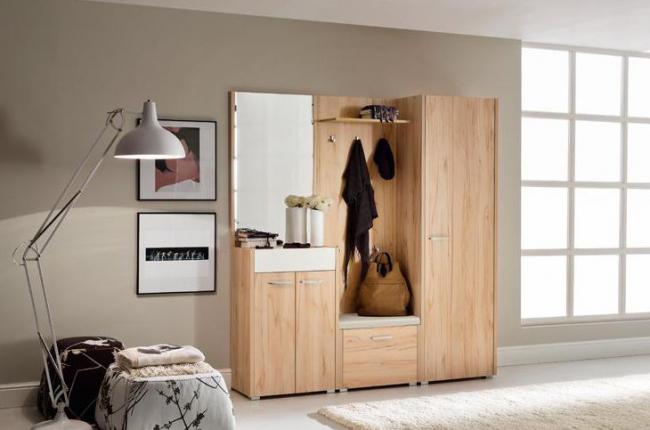 Миниатюрный шкаф LARGO для прихожей от итальянского дизайнера