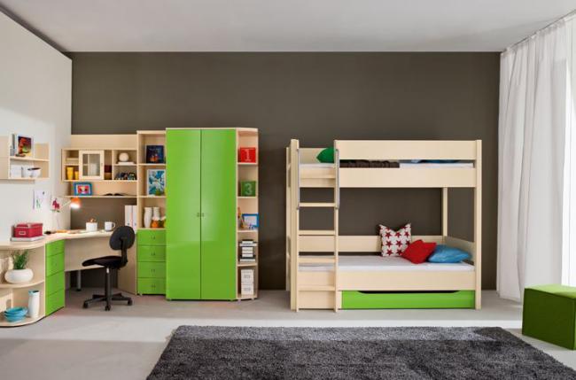 Детская комната для двоих с минимальной комплектацией мебели