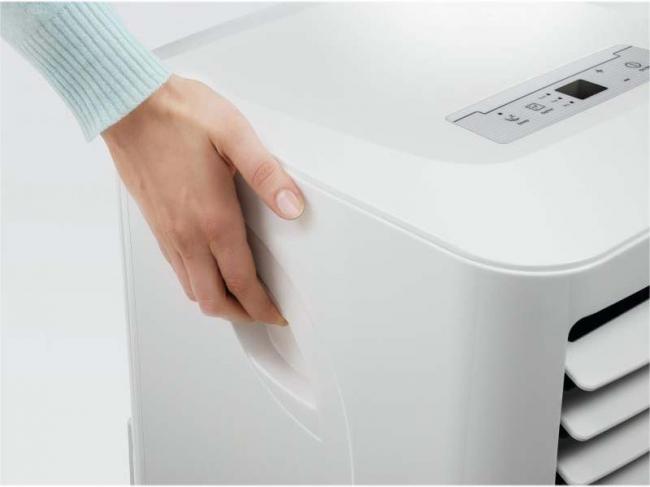 Удобные ручки позволяют перемещать агрегат в комнату, наиболее нуждающуюся в охлаждении или обогреве