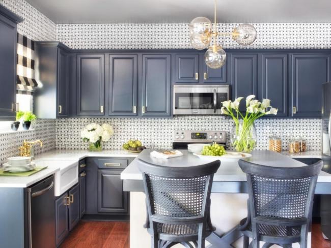 Отличный вариант настенного покрытия в классической кухне
