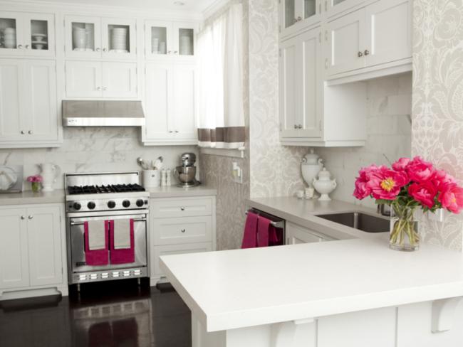 Виниловые обои - отличный вариант для отделки стен в кухне