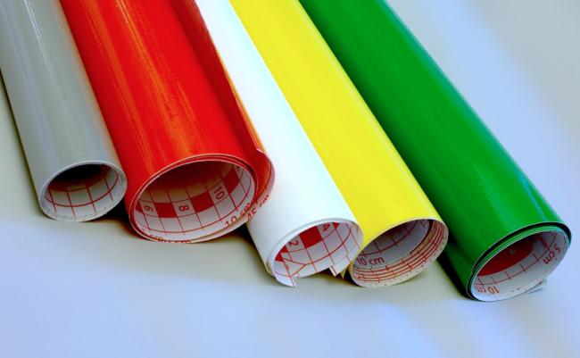 Разноцветная самоклеящаяся пленка в рулонах