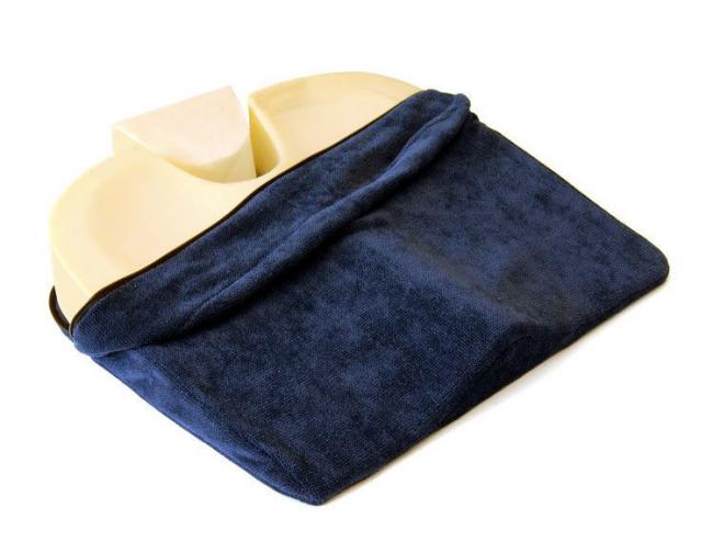 Прямоугольные подушки имеют специальный чехол, снять который не составит проблем. Поэтому ухаживать за ними легко