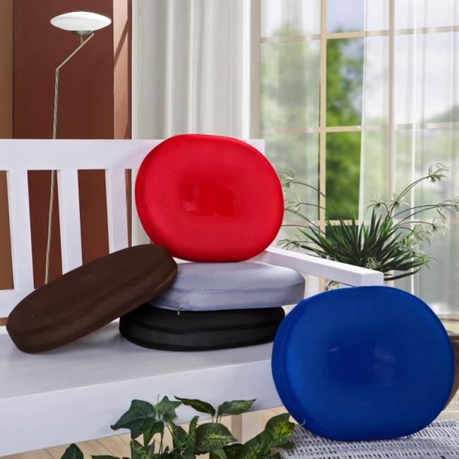 Огромный выбор расцветок подушек позволяет подобрать аксессуар для любой комнаты и задач