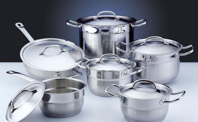 Алюминиевая или медная посуда обязательно должна иметь окрашенное или полированное сталью дно