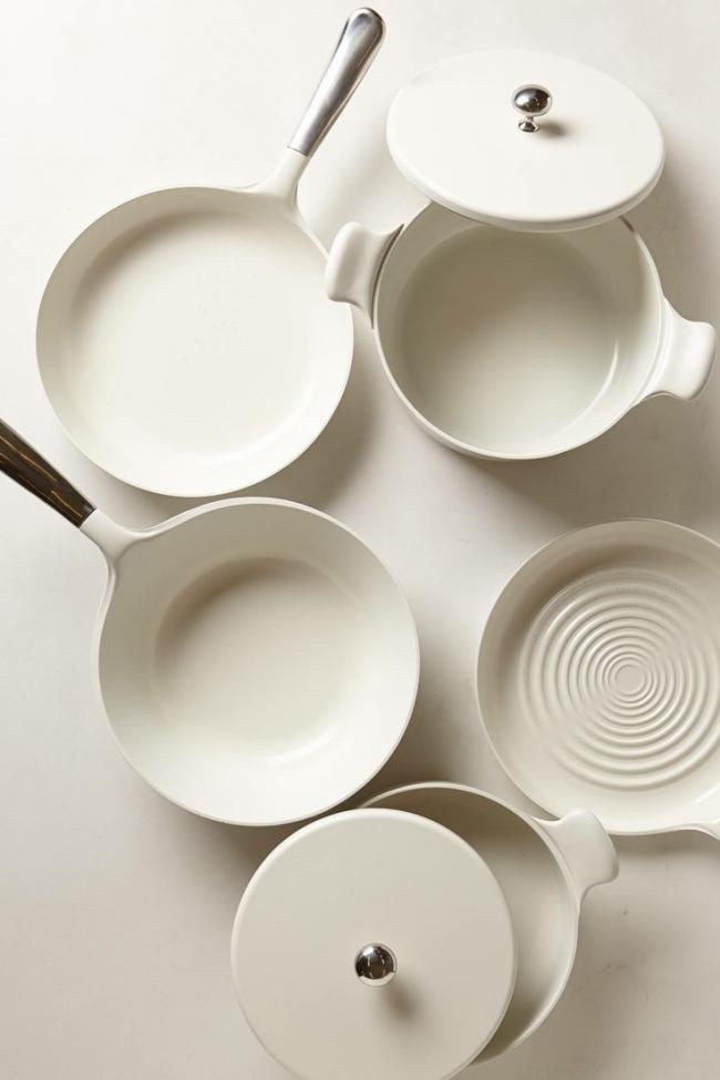 Посуда с керамическим напылением идеально подойдет для стеклокерамической поверхности плиты