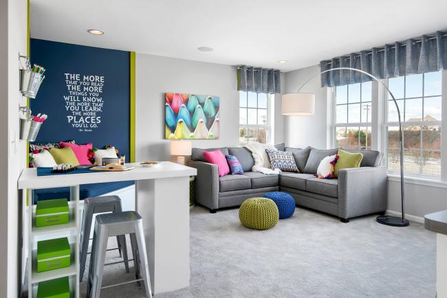 Угловой диван Амстердам в квартире-студии можно разместить у окна, вдали от кухни. Тогда мягкий уголок станет местом отдыха и заменой кровати