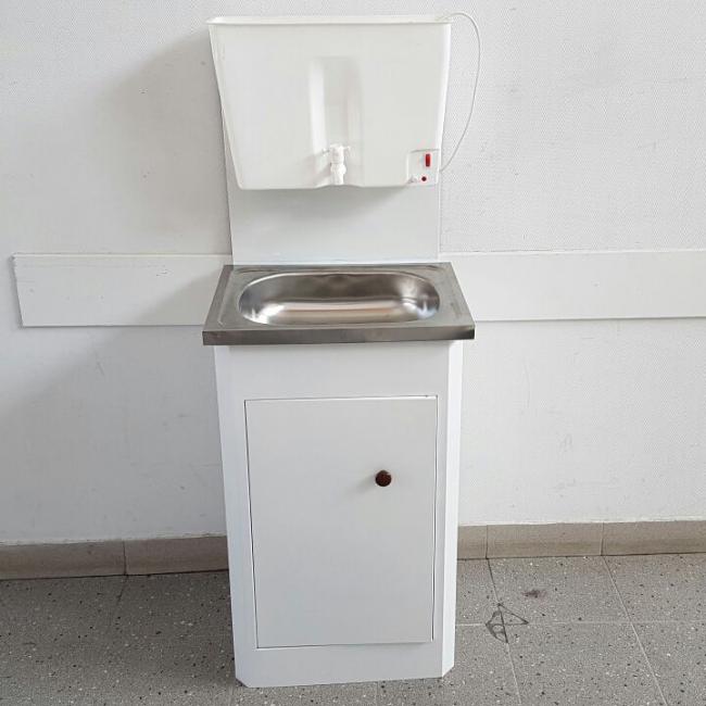 Мойдодыр с пластиковым резервуаром для воды