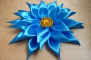 Фото 5 Цветы из атласных лент: пошаговые инструкции и мастер-классы по созданию букетов, топиариев и обручей