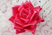 Фото 17 Цветы из атласных лент: пошаговые инструкции и мастер-классы по созданию букетов, топиариев и обручей
