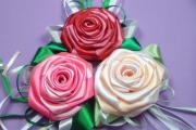 Фото 20 Цветы из атласных лент: пошаговые инструкции и мастер-классы по созданию букетов, топиариев и обручей