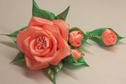 Фото 22 Цветы из атласных лент: пошаговые инструкции и мастер-классы по созданию букетов, топиариев и обручей