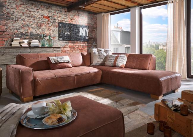Интерьер в стиле лофт с угловым диваном